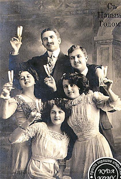 А новогодние открытки 100 лет назад были вот такими.