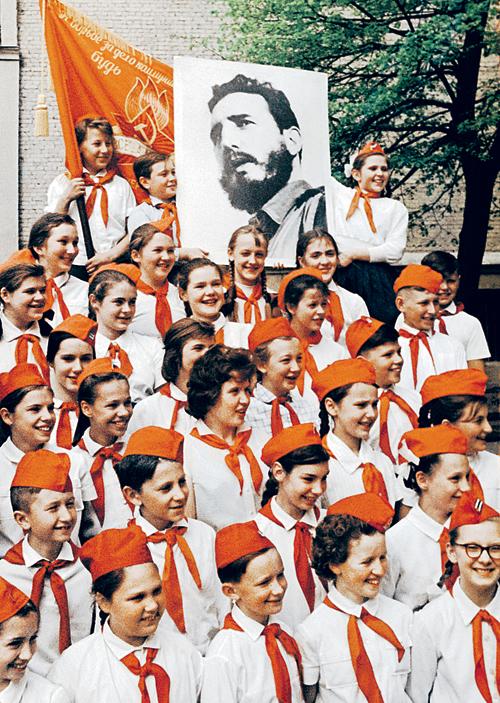 Революционер Фидель Кастро был кумиром советских пионеров. Вряд ли они тогда могли представить, что он переживет и саму пионерию...