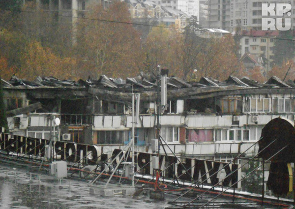 Крыша пятиэтажки сгорела полностью