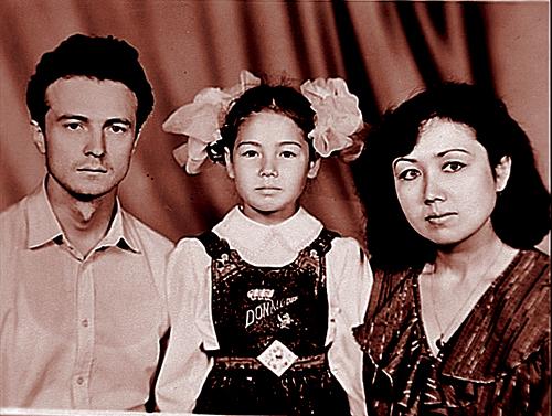 Ляйсан с папой Альбертом и мамой Зульфией.