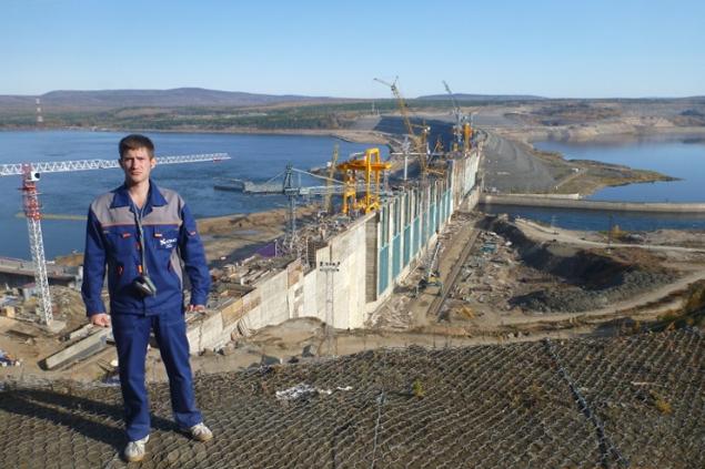 Павел Белоусов (1988 года рождения), инженер 1-й категории гидротехнического отдела № 2, председатель Совета молодых специалистов ОАО «Институт Гидропроект».