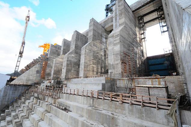 Водосброс Богучанской ГЭС.