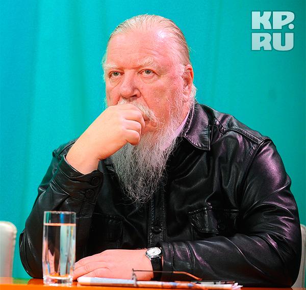 Отец Дмитрий (Смирнов) в студии телевидения Комсомольской правды