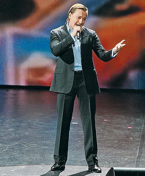 Актер впервые после выхода фильма «Высоцкий. Спасибо, что живой» публично исполнил песни поэта.