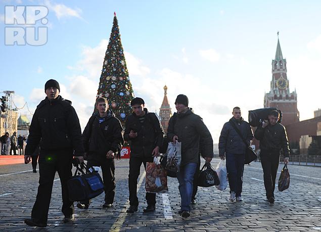 Трудовые мигранты, как показывает практика, молодые люди, которые если даже и родились в СССР, то росли уже в отдельном государстве и ничего о России не знают