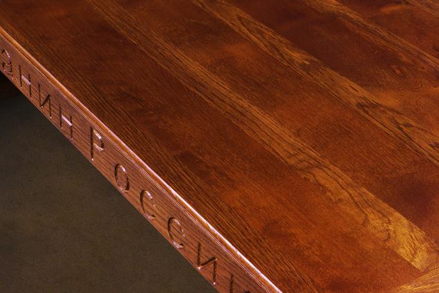 Стол для Жерара Депардье вологжане сделали из массива натуральной березы и краснодарского дуба