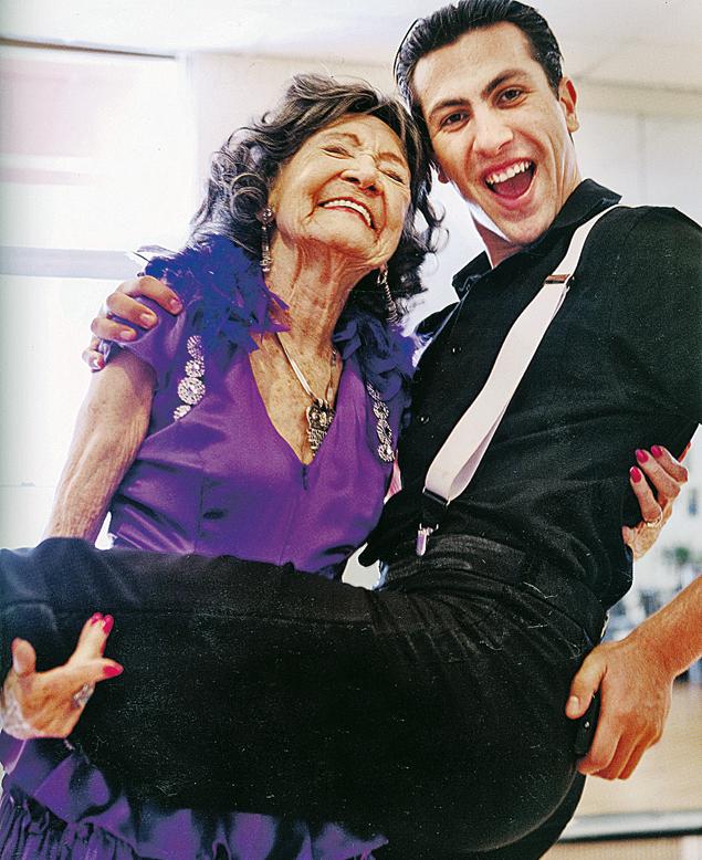 Тал Пошон-Линс (США, 94 года) танцует танго. Партнеру - 23!