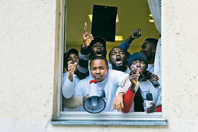 Для таких парней в ЕС закрыта дверь. Что не мешает им пролезать через окно.