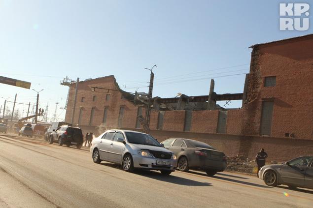 На цинковом заводе рухнула стена