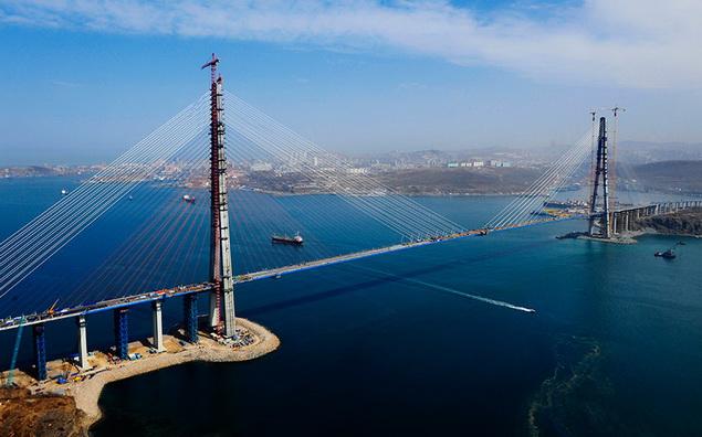 Мост на остров Русский длиннее