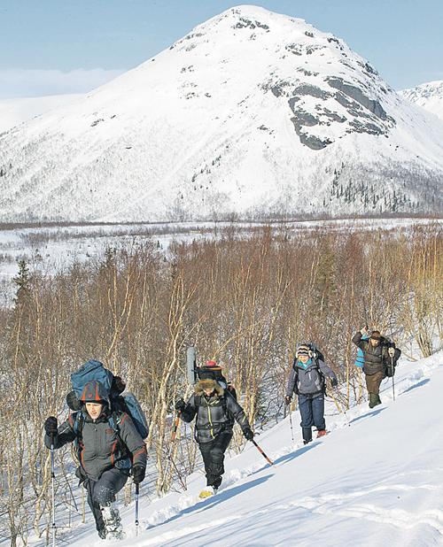 В фильме американские студенты, потрясенные таинственной гибелью группы Дятлова, отправляются вУральские горы, чтобы найти этому объяснение.