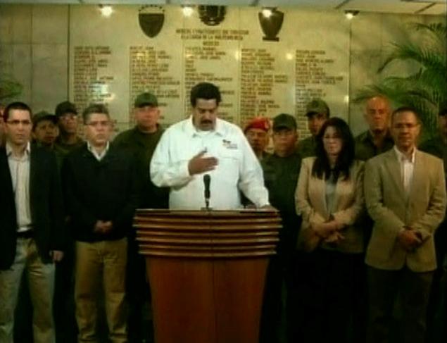 Вице-президент Николас Мадуро, которого сам Уго Чавес назвал в качестве своего преемника, сообщил о смерти президента в эфире государственного телевидения