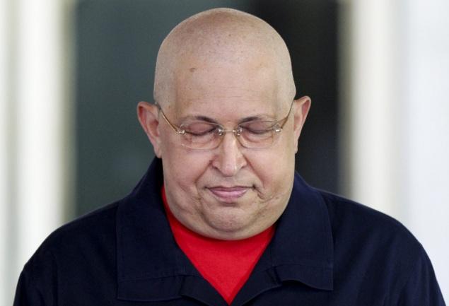 Перед отлетом на операцию Уго Чавес призвал венесуэльцев, если с ним что-нибудь случится,  поддержать своего ближайшего соратника и помощника Николоса Мадуро на президентских выборах
