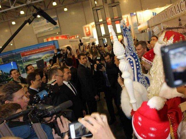 Дмитрий медведев посмотрел на выставке стенд Вологодской области