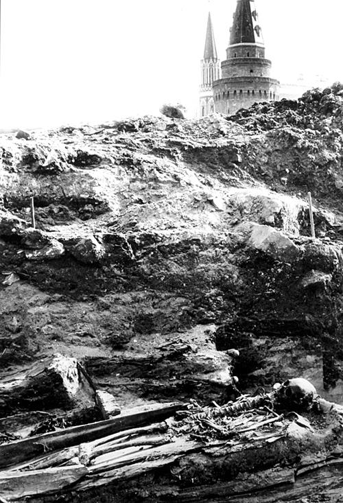 Раскопки на территории Кремля начали проводиться всего лишь век назад