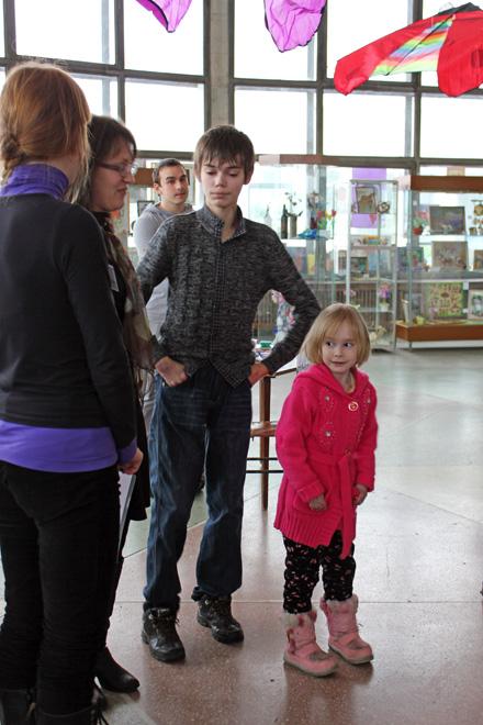 Всего четверо детей с редким диагнозом живут в Приморье. На фото Никита Жихарев, ему 19 лет, и 7-летняя Линнета Маркова