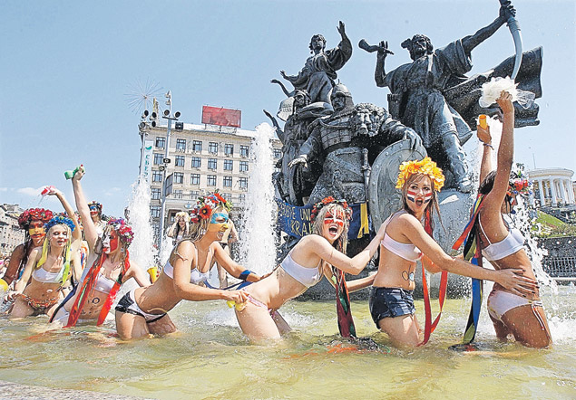 Самый веселый продукт, созданный по новому украинскому рецепту «протест плюс безбашенность», - это движение Femen.