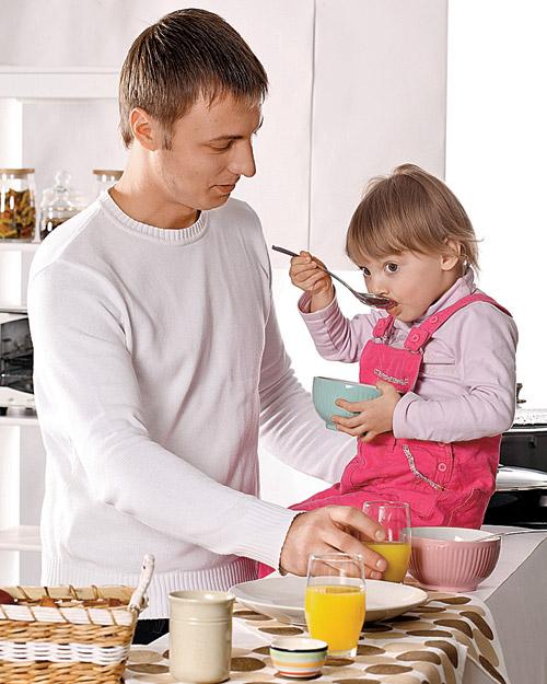 в детстве тебя кормят: ложечка за маму, ложечка за папу. А через 20 лет покупают магнитик на холодильник «хватит жрать!».