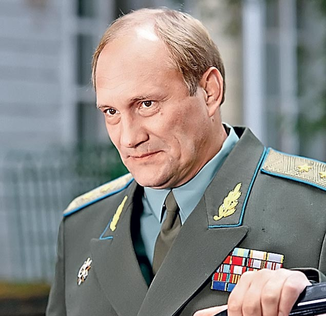Евгений Сидихин сыграл генерала, который долгое время был влюблен в Зыкину, но так и не стал ее мужем.