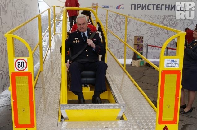 Начальник УГИБДД УМВД России по Вологодской области Николай Латышев стал одним из первых, кто опробовал тренажер