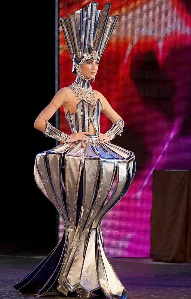 Девушки и бриллианты неразлучны даже на шоу.