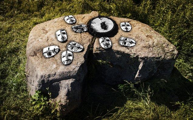 Гром-камень стоит с незапамятных времен у впадения реки Кавы в Тверцу