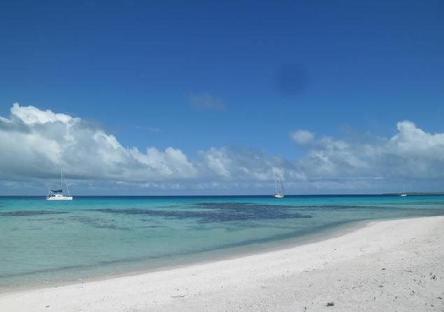 Пришли как-то на остров Мануа, к принцу Ио, три яхты - английская, французская и из далекой России.