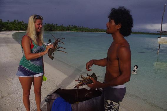 После прогулок по местному пляжу и совместной ловли крабов Ио понял, что подарит свои жемчужины белокурой Дарье.