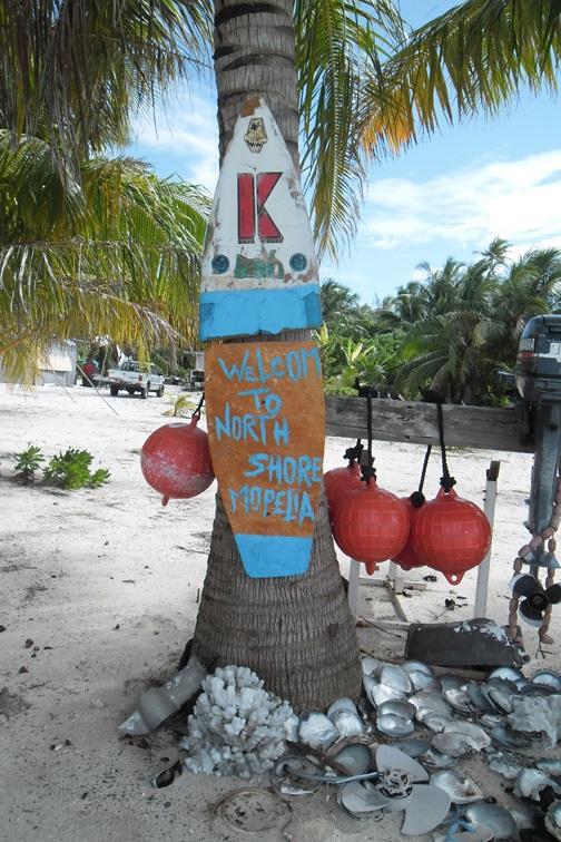 Нарядный пограничный столб на острове - королевстве.