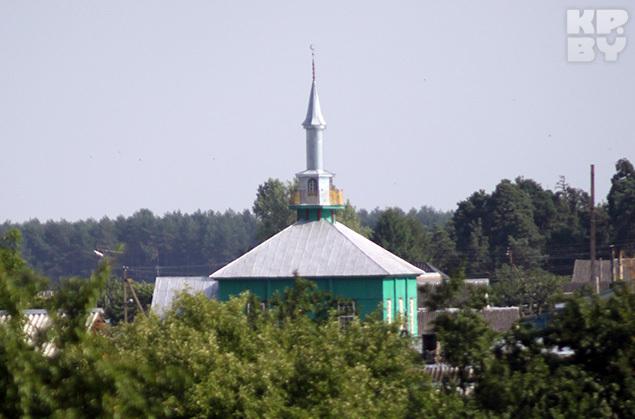 Мечеть, как и костел, видна почти с любой точки Ивья