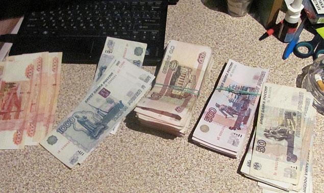 Деньги, изъятые в кассах клубов. Счет шел на миллионы...