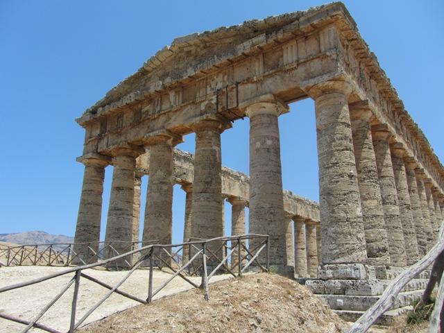 Остатки языческого храма в древнем городе Сегеста.