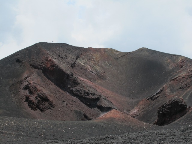Так выглядит жерло крупнейшего в Европе вулкана Этна.