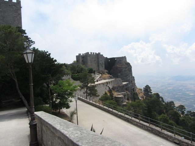 Эриче — очень живописная деревушка на западом берегу Сицилии.