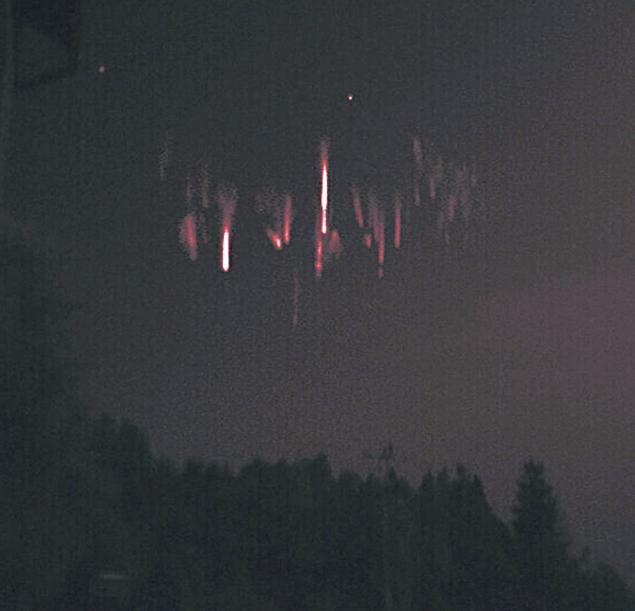 Иной раз везет фотографам-любителям: этих призраков сняли 15 августа в небе над Данией
