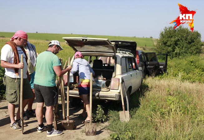 Археологи и волонтеры приехали к месту раскопок