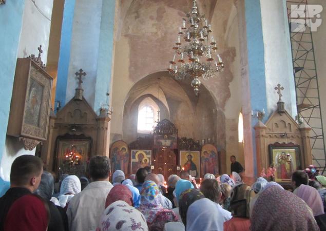 Верующие приезжают в Сынковичи со всех уголков Беларуси