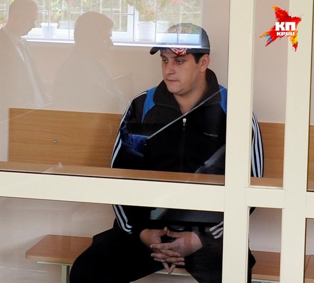 Подозреваемый Сергей Чебатаев - бывший полицейский, уволенный за избиение задержанного.