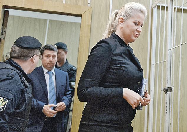 Бывшая начальница департамента имущественных отношений Минобороны РФ Евгения Васильева посещает суд не так весело, как ЦУМ...