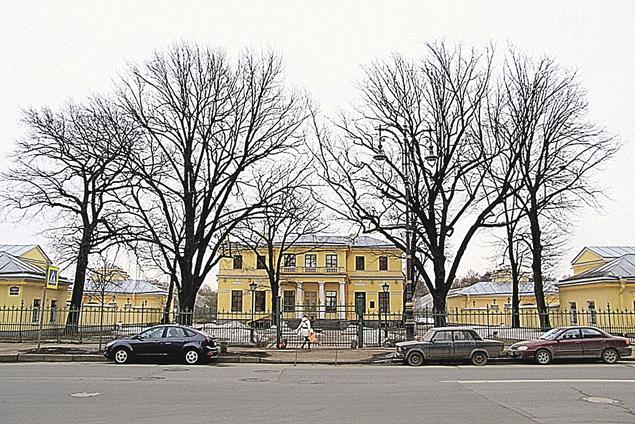 Через Валерия Пузикова проходили продажи даже памятников архитектуры в центре Петербурга — на фото Дом садовника у Таврического дворца.