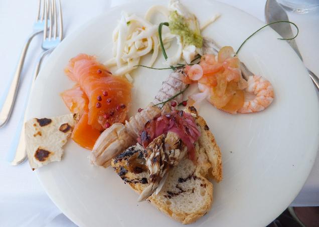 Ну как же про Италию - и не про еду? Вкусно, красиво, много, на завтрак, на обед и на ужин.