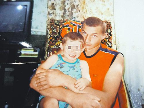 Когда-то у Сергея Хитрика была семья. Но пока сидел в колонии, жена от него ушла и даже после реабилитации не дает видеться с сыном.