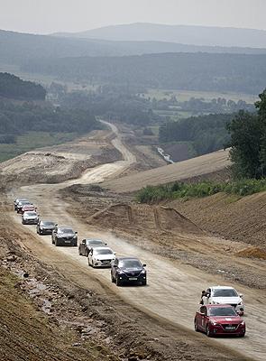 Автоколонна покорила российское бездорожье, но не покорила белорусскую бюрократию.