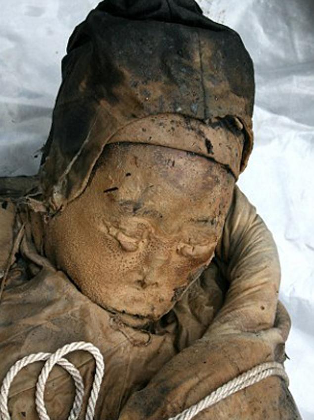 За 700 лет женщина почему-то не превратилась в скелет