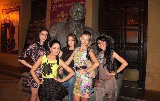 Москвичка с кубанскими корнями планирует участвовать в новом проекте на одном из российских телеканалов. Краснодар. Юля -  в первом ряду слева