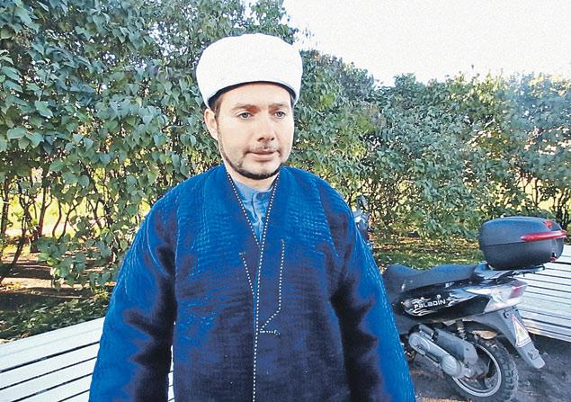 Питерский мулла Танай-хазрат Чулпанов: «Раньше резали баранов на Курбан-байрам, чтобы накормить бедняков, а теперь- чтобы показать свое превосходство».