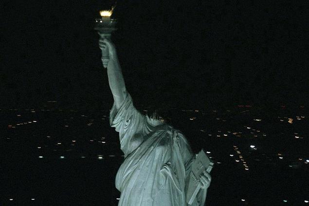 У фантастичному фільмі «Монстро» статуя Свободи постає перед глядачами і головними героями фільму з відірваною головою