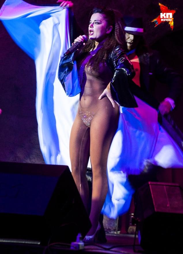 Певица руслана попалась в объектив без трусов фото фото 243-119
