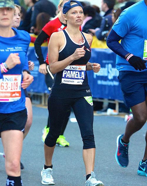 Памела Андерсон пробежала свой первый в жизни марафон