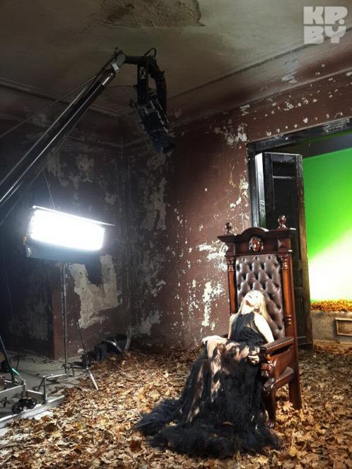 Несколько сцен из клипа снято в заброшенном замке под Лидой